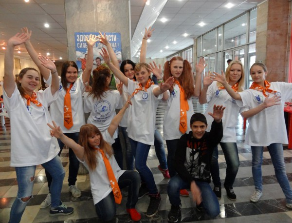 молодежь Коломны в футболках, посвященных профилактике остеопороза